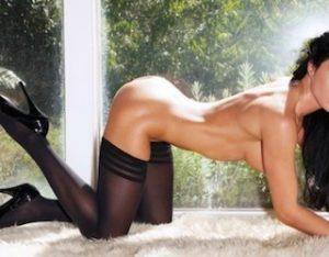 Des filles nues font l'amour en webcam